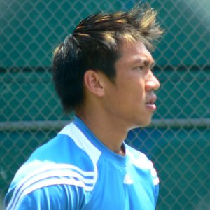 Srichaphan warms up with Muller