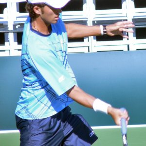 Sunday - Tecau Warms Up